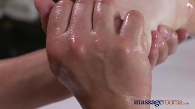 Порно палец в попе член в писе