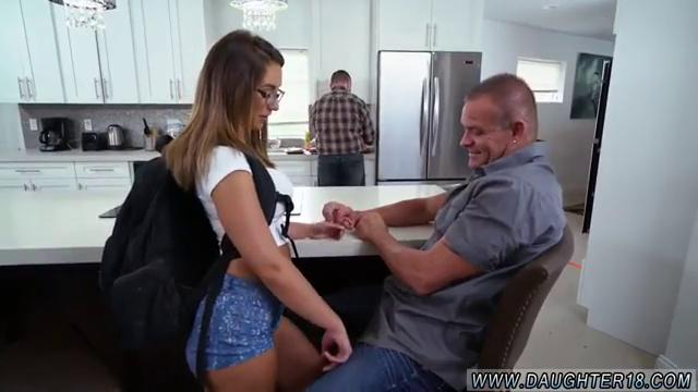 Смотреть порно онлайн отсосать под столом